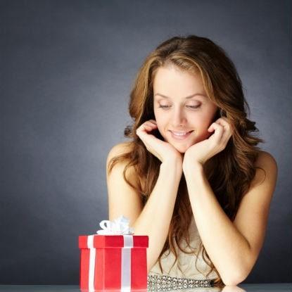 Το μυστικό για να μην τρέχεις πανικόβλητη στις γιορτές να αγοράσεις δώρα