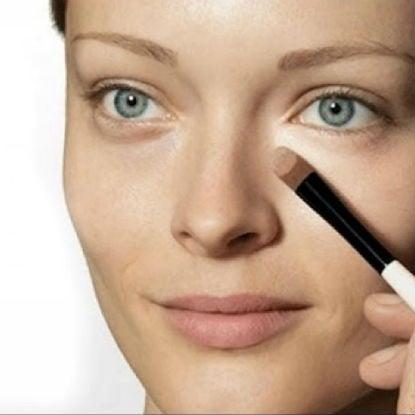 Τα τρία makeup τρικ για να καλύψεις τους μαύρους κύκλους