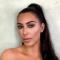 H Κιμ Καρντάσιαν μοιράζεται μαζί σου το δικό της glam makeup look για το Ρεβεγιόν